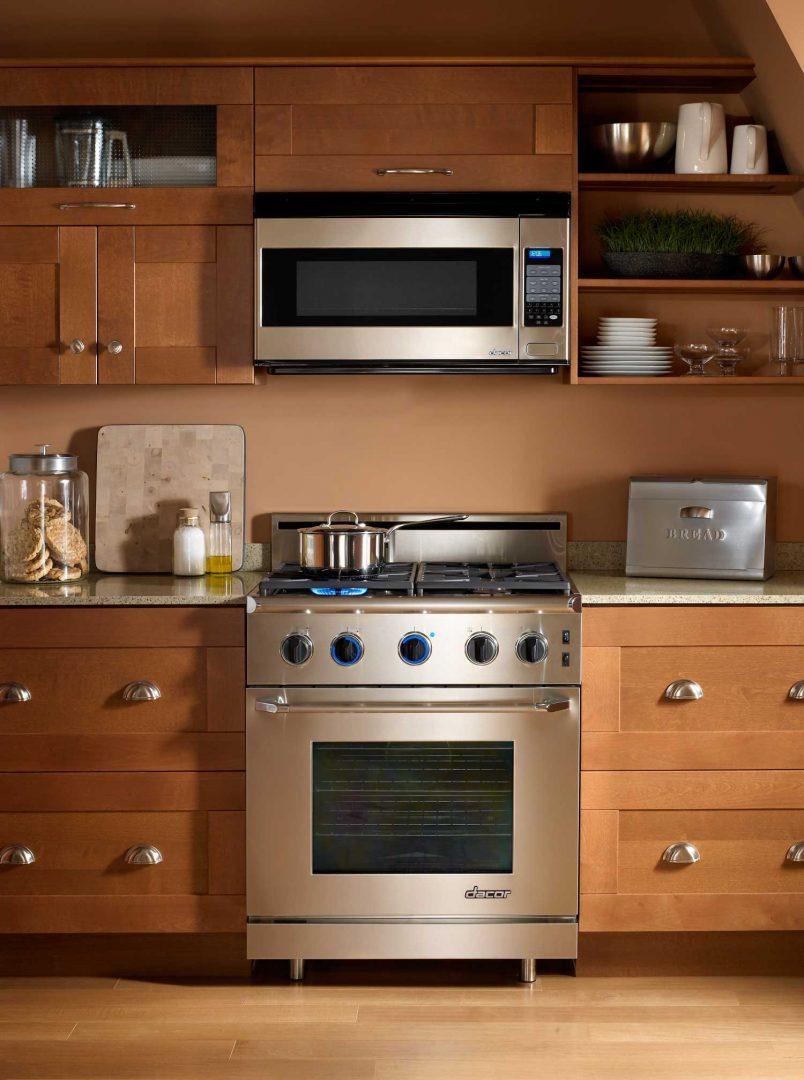 Campana extractora integrada en un mueble de madera for Muebles de madera para cocina pequena