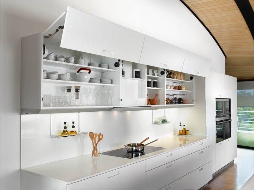 cocina con armarios de puertas abatibles