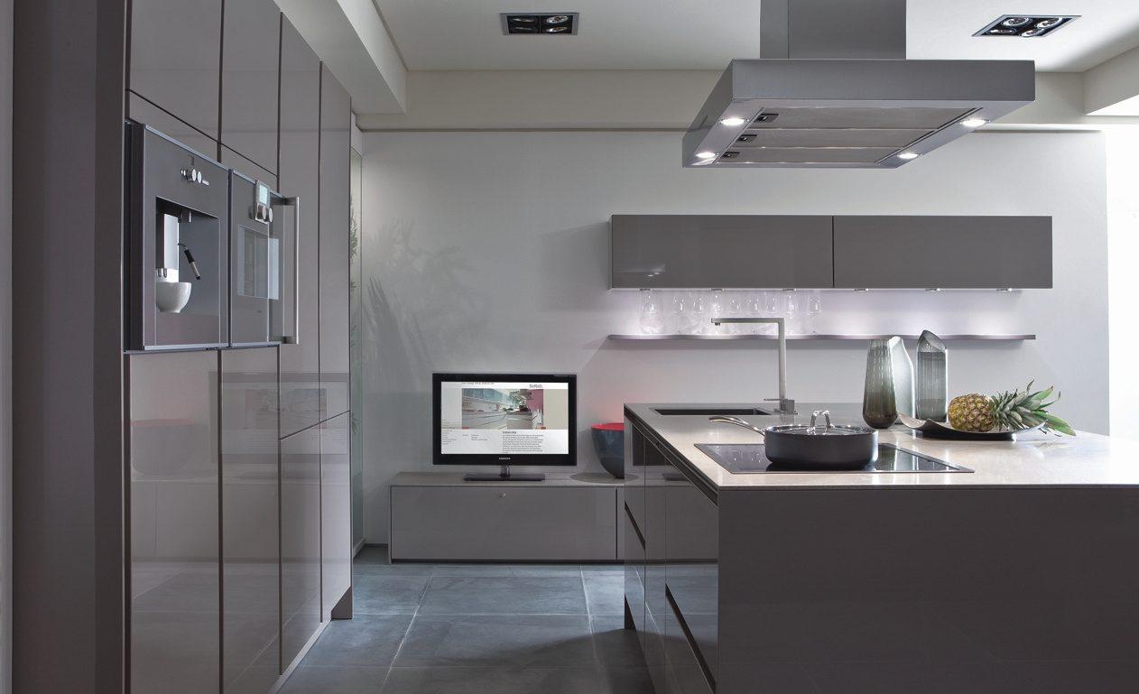 cocina minimalista en tonos grises