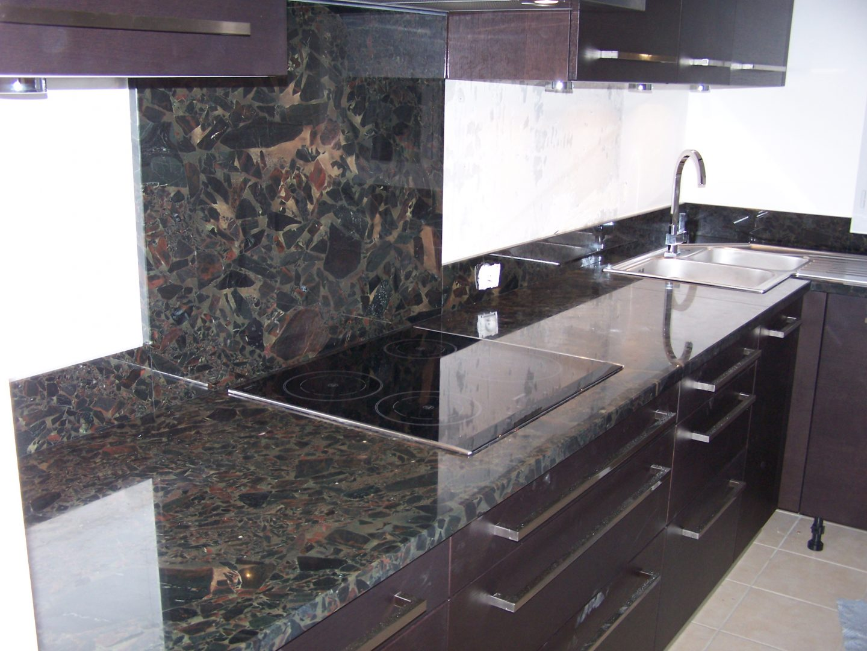 Encimeras de granito madera m rmol y melamina for Barra de granito para cocina precio