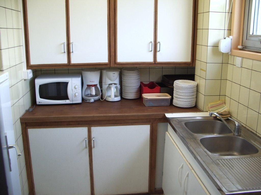 Galer a de im genes ganar espacio en cocinas peque as for Muebles practicos para casas pequenas