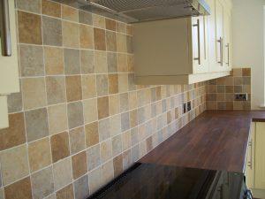 Revestimientos para la pared de la cocina for Revestimiento vinilico para paredes de banos